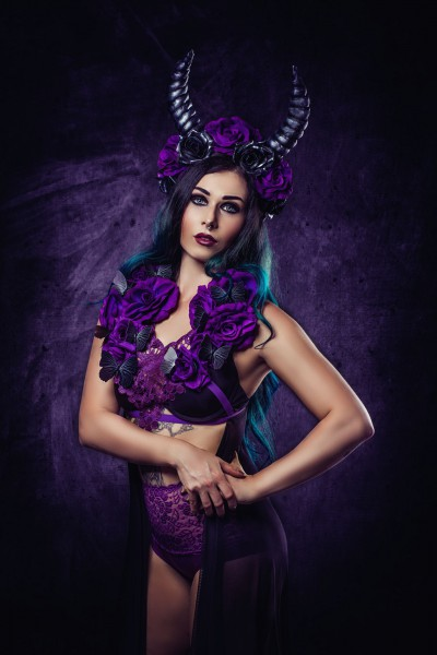 Purple Horns Headdress und Oberteil
